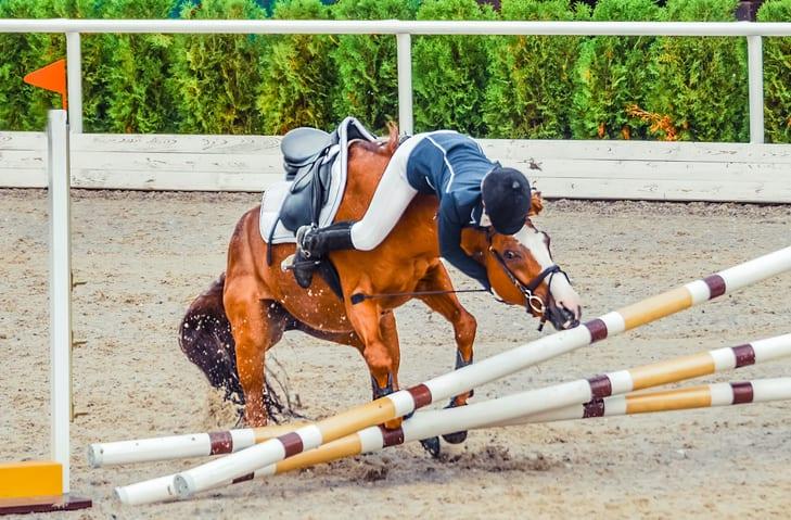 Wanneer kun je beter niet meteen weer opstappen na een val van je paard?